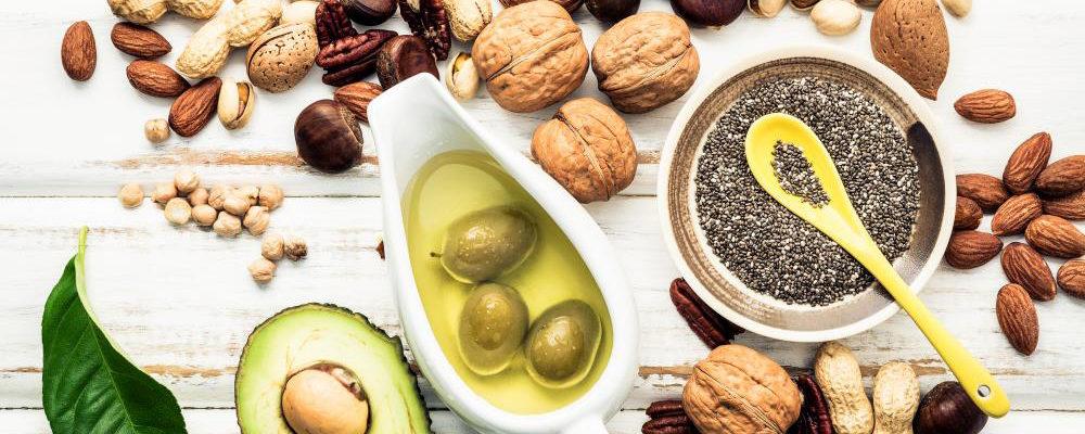 L'avocado contiene grassi sani, fibre e vari nutrienti importanti.